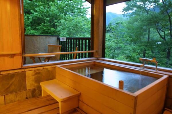 Half open-air bath of ease hall hinoki